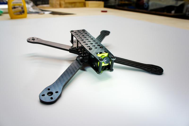 Фото рама гоночного квадрокоптера для фристайла