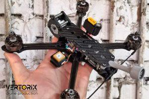 Собранный квадрокоптер с DJI FPV